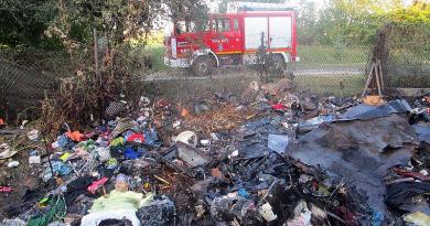 Ruhák és más kacatok égtek el hétfőn a gödi melléképület-tűzben