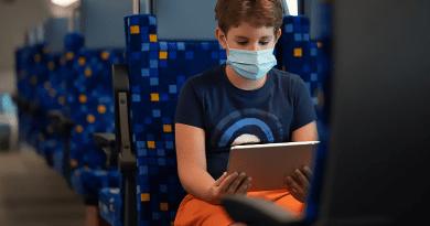 Gyorsítják az internetet a vonatokon, az emeletesek már ilyenek