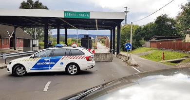 Lezárta a rendőrség a letkési határátkelőt, megnehezítve a munkába járást