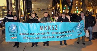 Sztrájkot tartanak az önkormányzati dolgozók, a váciak is szolidárisak