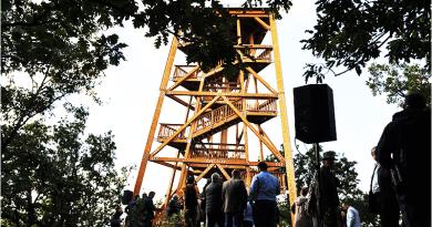 Nézd meg a királyréti panorámát a most avatott Várhegy kilátóból