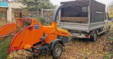 Ágdaráló segíti az őszi munkákat a városban