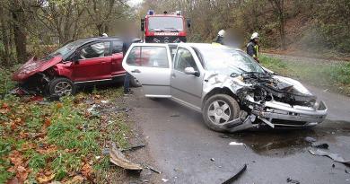 Szokolya közelében két autó ütközött össze, mentőt kellett hívni