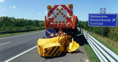 Magyar Közút: sok autós nem figyel, sorra törik össze a drága energiaelnyelőket