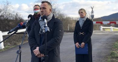 Több halálos kimenetelű baleset után félsorompót kapott Nagymaroson az egyik vasúti átjáró