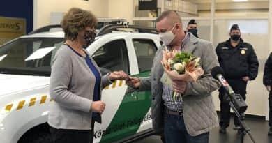 Új autót kaptak a váci közterület-felügyelet munkatársai