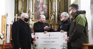 40 millió forintot ad a kormány a püspökhatvani katolikus templom felújítására