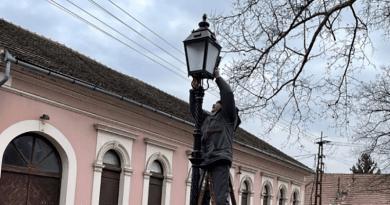 Ismét felújított öntöttvas lámpaoszlopok díszítik Vác közterületeit