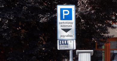 Holnaptól ismét fizetni kell a parkolásért