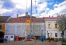 Újjávarázsolják a zöld ház főtéri homlokzatát is