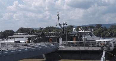Hatalmas érdeklődés fogadta a Vácra látogató hadihajót