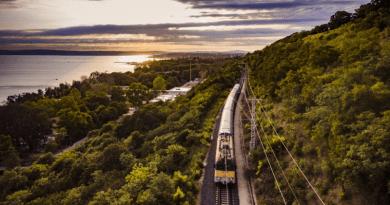 Kora ősszel is várja a vonattal utazókat a Balaton