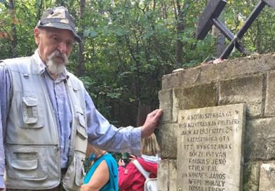 Mécsest gyújtottak a túrázók a kosdi bányászok emlékére
