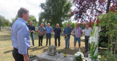 Elhunyt kollegájuk, Máté András posztumusz főhadnagy sírjánál tették tiszteletüket a váci rendőrök