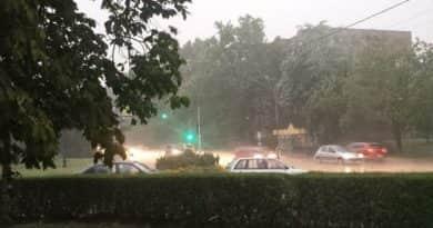 Erős széllel és nagy esővel megérkezett a felhőszakadás Vácra