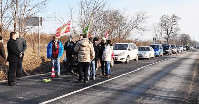 Egyórás demonstrációt tartottak a Contitech mellett
