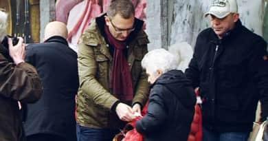 Rétvári Bence csütörtökön ismét krumplit oszt