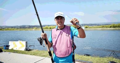 A világbajnok is váci Cralusso úszókkal horgászik