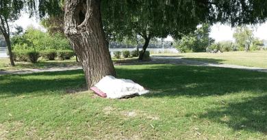 Október 15-től Vácott is büntetik az utcán élő hajléktalanokat