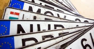Új rendszámokat kapnak az autósok Magyarországon