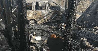 Két autó és egy lakókocsi égett el a tűzben Verőcén